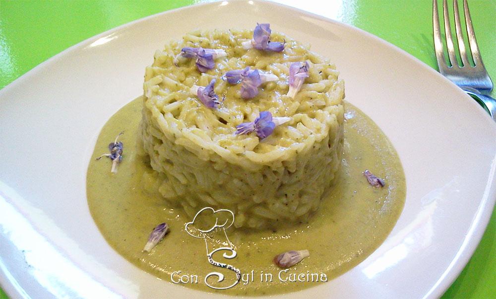 riso con fiori di salvia