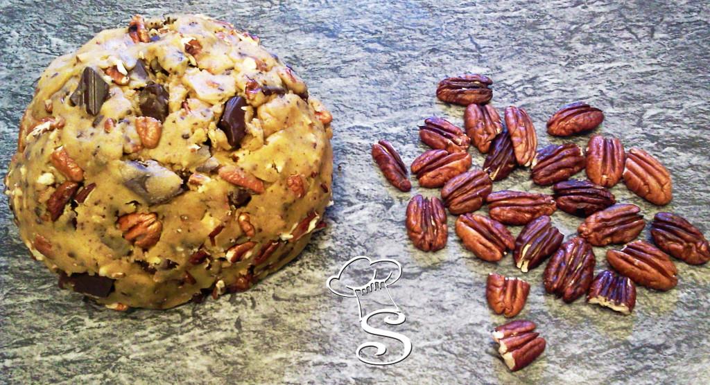 Biscotti con noci pecan e cioccolato fondente